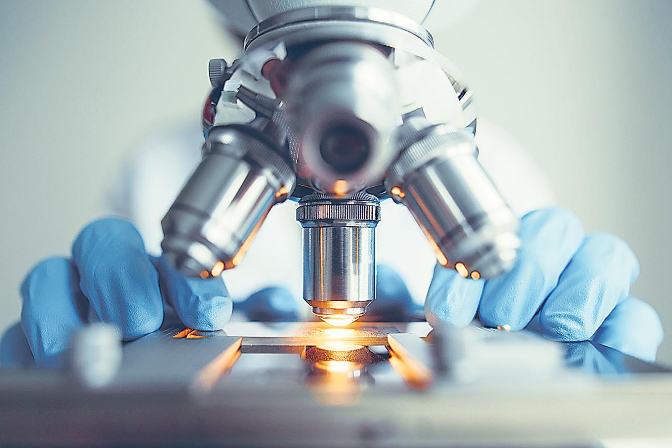 Detailaufnahme: medizinisches Mikroskop